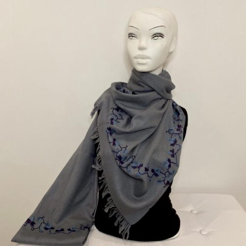 Caeso Embrace wool shawl
